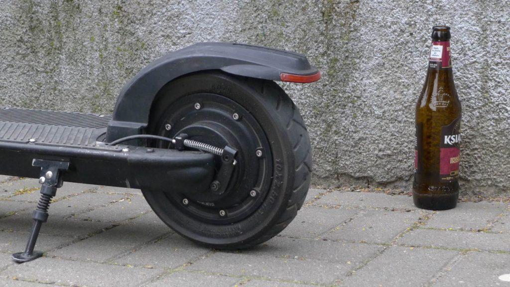 Jeśli elektryczna hulajnoga to pojazd mechaniczny, to używanie jej po alkoholu grozi czymś więcej niż tylko mandatem