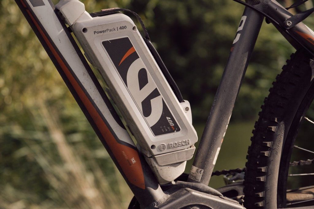 Rower elektryczny - bateria przymocowana do ramy