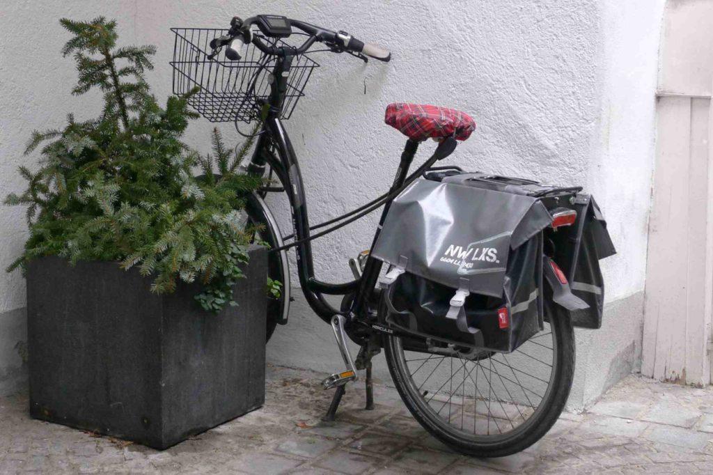 Rower nadaje się do transportu towarów czy zakupów, hulajnoga nie
