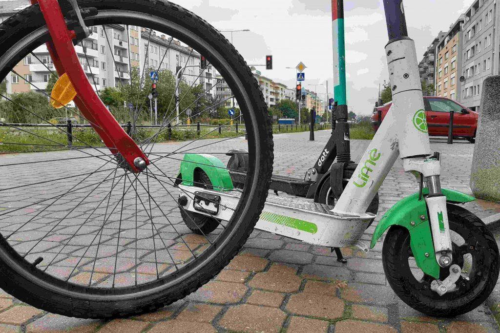 Rower i hulajnogi w Warszawie