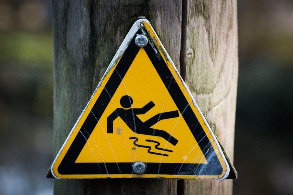 Znak ostrzegający przed poślizgiem