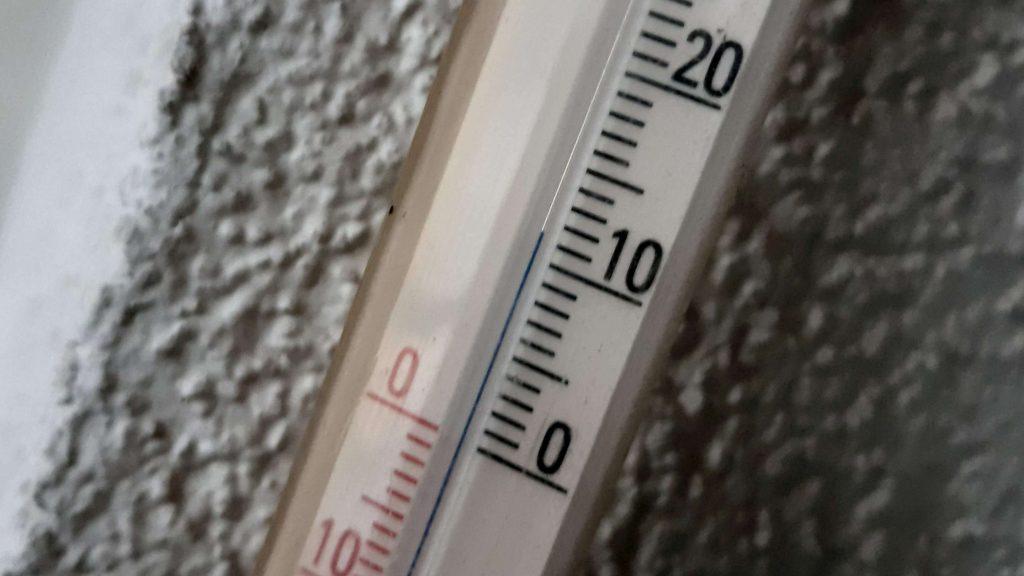 Zimą hulajnogi nie należy ładować od razu po powrocie z jazdy. Powinna się ogrzaćć