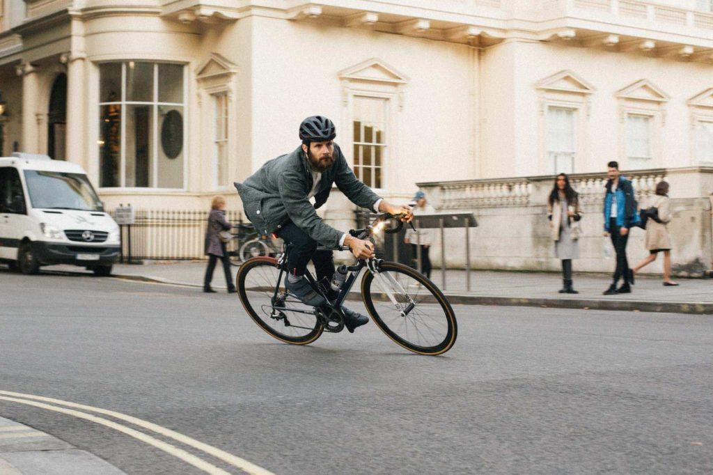 Zdaniem autorów koncepcji pojazdy ZEV powinny być traktowane na drodze tak samo jak rowery.