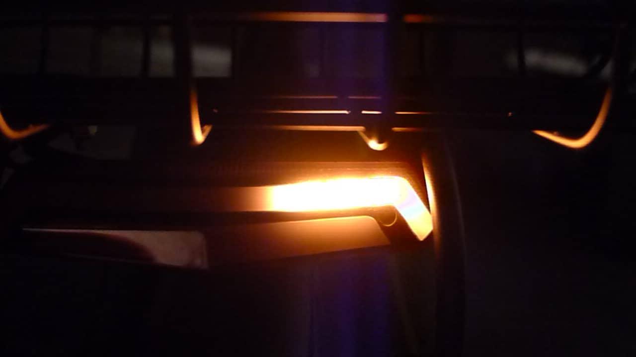 Elektryczna hulajnoga - kierunkowskaz nocą