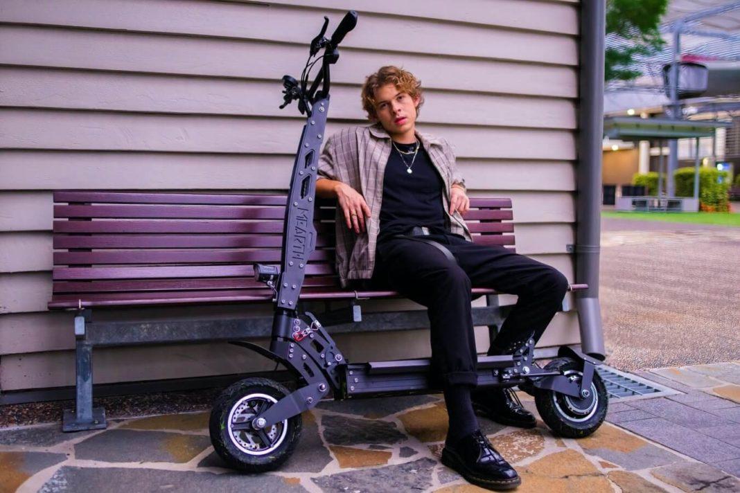 Elektryczna hulajnoga - w przypadku młodzieży do jazdy konieczne są uprawnienia